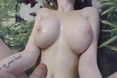 Бледнокожая девушка с огромными сиськами