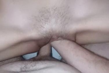 В широкой пизде одновременно поместились толстенный хуй и рука