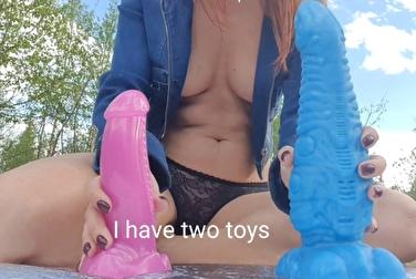 Русская шалава рассказывает о любимых игрушках для её задницы
